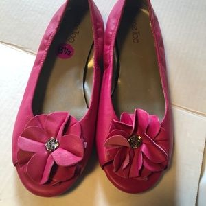 Me Too open toe pink flower jeweled flats 8.5